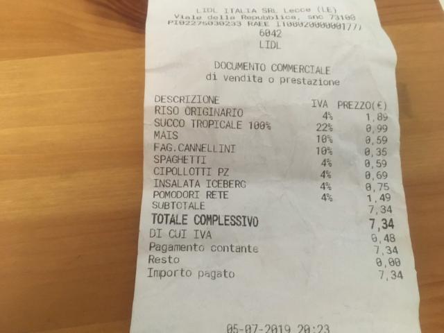 【写真】8品目を購入してトータルが7.34ユーロ、895円