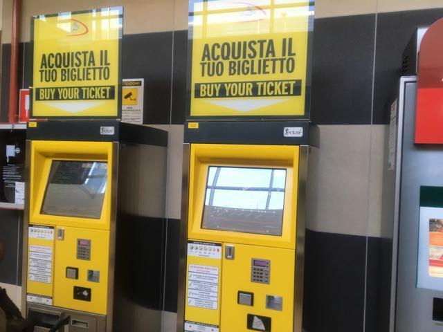 バーリ中央駅までのチケットが買える自動販売機