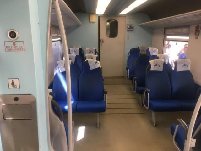 【写真】来た電車に乗り込みます