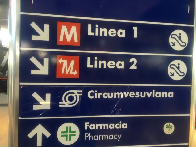 【写真】ナポリ中央駅からは地下鉄Linea1とLinea2に乗車できる