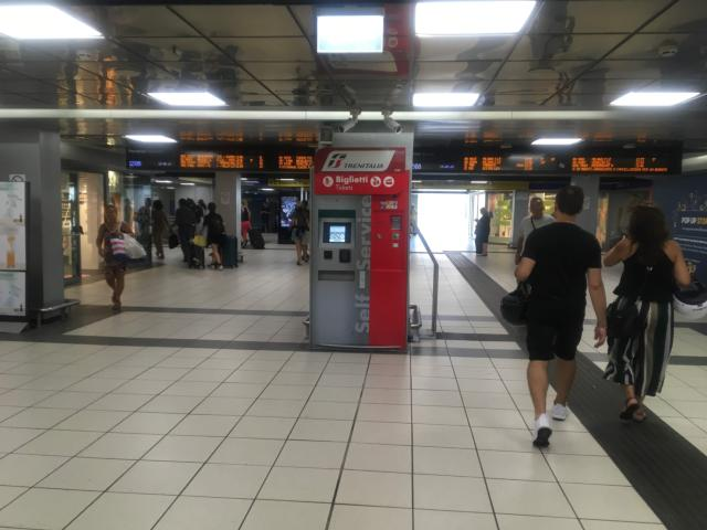 Linea2の乗車券は自動発券機で購入できる
