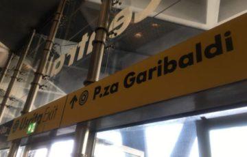 【写真】ナポリ中央駅の出口の多くはP.za.Garibaldiガルバルディ広場に面している
