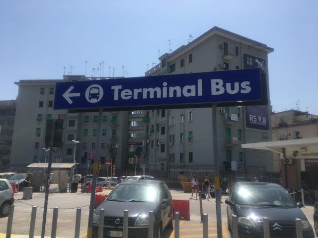 【写真】ルッチ通り出口から近いバスターミナル