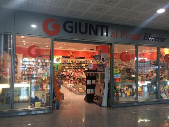 【写真】チケットは空港内にある本屋で購入できる