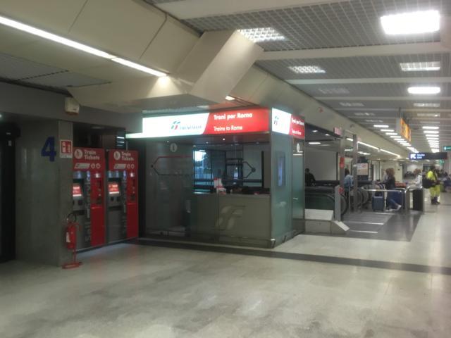 4番出口の側に設置されている自動発券機