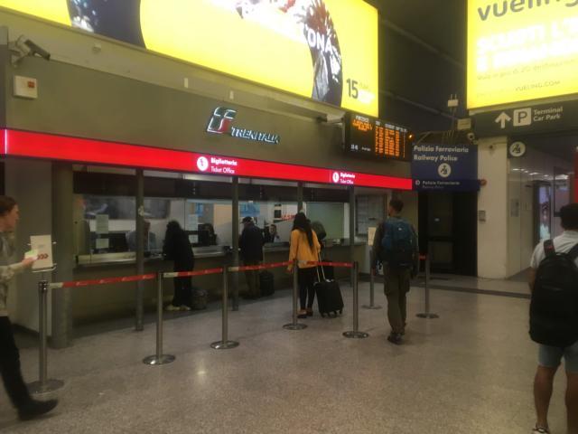 レオナルドエクスプレスのチケットは窓口で購入できる