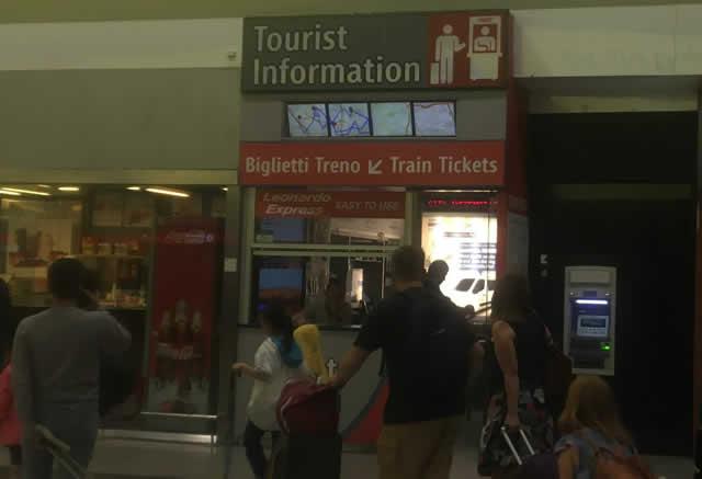【写真】チケットは「Biglietti Treno」や「Train Tickets」と書かれた窓口で購入できます