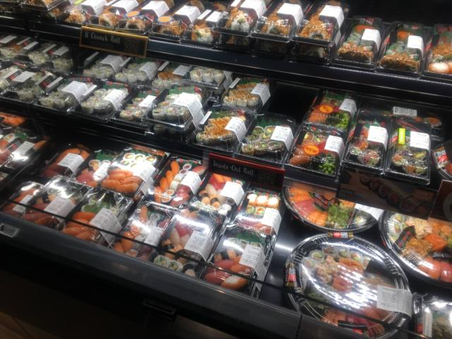 パックに入った寿司も販売しています