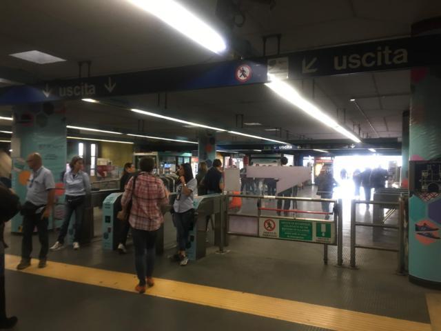 【写真】Laurentina駅で下車、駅の外に出ます