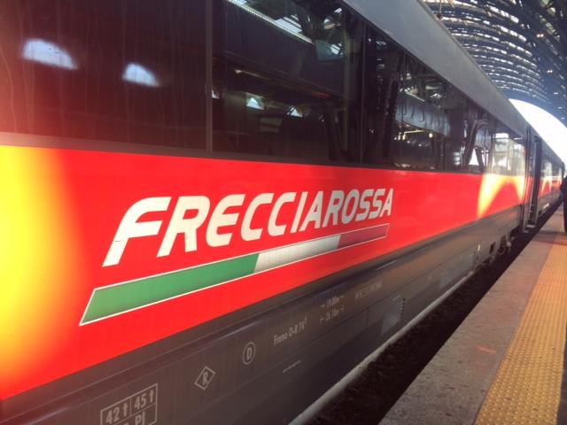 【写真】イタリアの新幹線フレッチャロッサは時速300km前後。