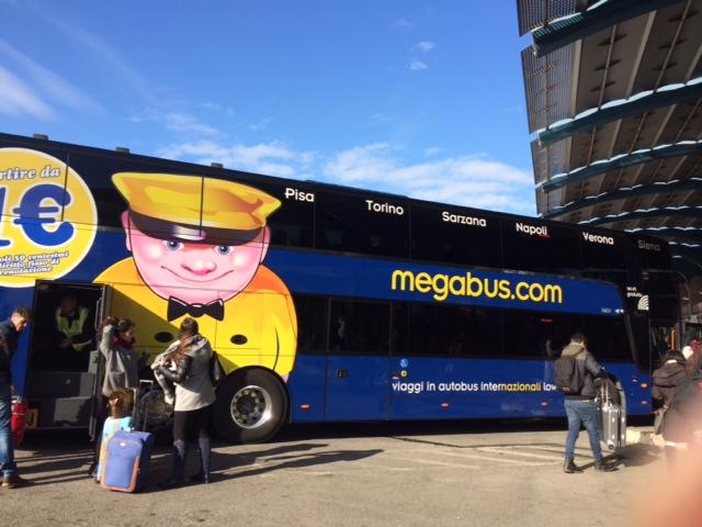 【写真】格安長距離バスのメガバスMegabus