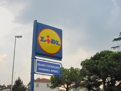イタリアではディスカウント系スーパーを利用すると節約になる。