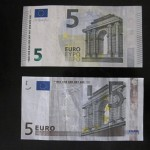 【貨幣】新しいデザインの5ユーロ紙幣。