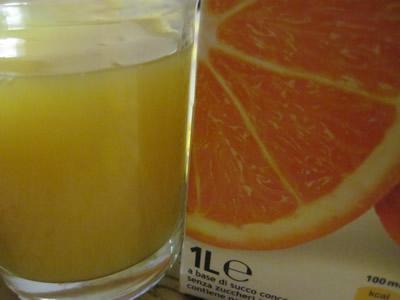 ユーロスピンオリジナル100%オレンジジュース。1lで0.99ユーロと言う価格。