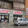 イタリアで見かけるスーパーのひとつSiMPLY シンプリー。