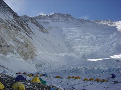 【写真】キャンプ2とローツェ。