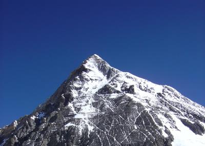 【写真】エベレストの山頂付近には遺体が沢山残されている。