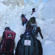 登山者が多くなると渋滞が起こる。
