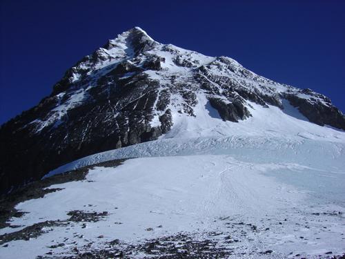 サウスコルから見上げたエベレスト