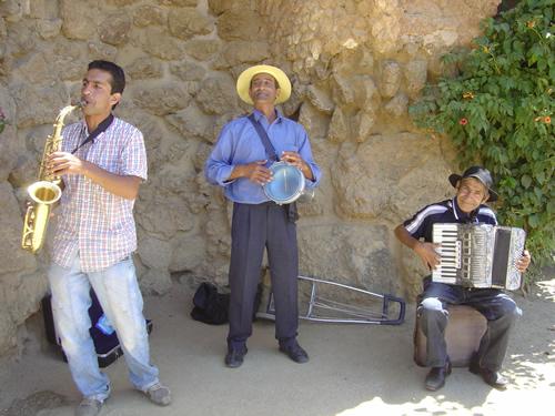 路上のグループミュージック
