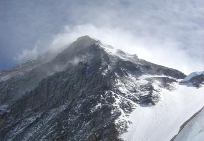 【写真】エベレスト山頂付近はデスゾーンと呼ばれる。