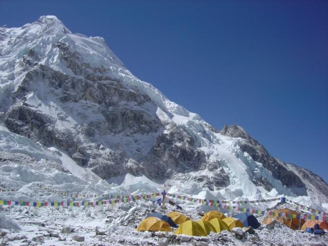 【写真】エベレストベースキャンプの周りの美しい景観。