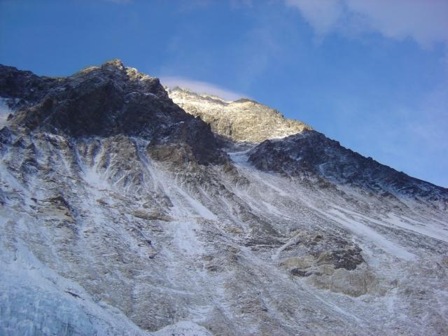 【写真】エベレストの遺体はなぜ回収できないのか。