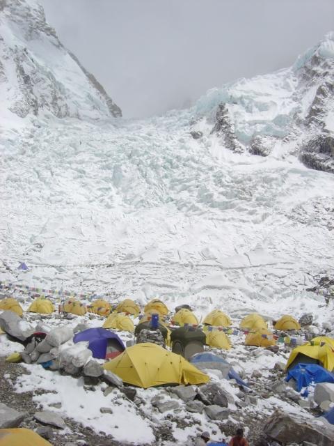 【写真】エベレスト登山の基地となる標高5300mのベースキャンプ。