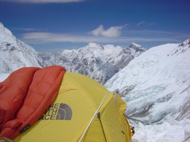 【写真】標高7300mに設置するキャンプ3