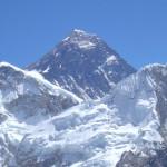 【エベレスト登山】2015年のエベレスト登山は中止か?続行か?