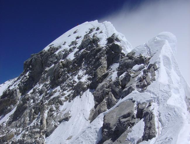 【写真】頂上直下の岩稜ヒラリーステップ。