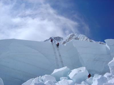 【写真】ルート工作されないとエベレスト登山は難しい。