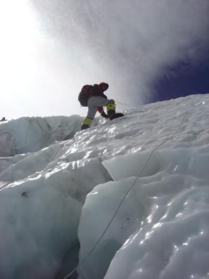 【写真】ローツェフェイスの氷壁。