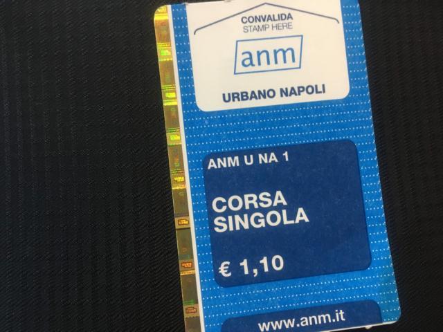 ナポリの公共機関乗車一回券