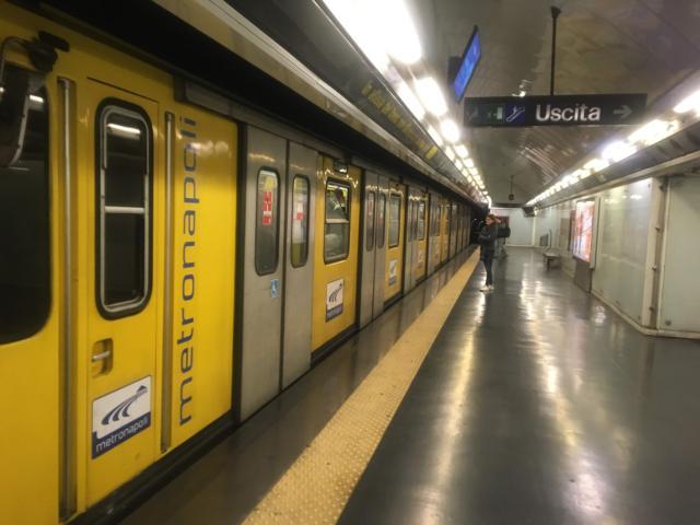 ナポリの地下鉄はスリが多い