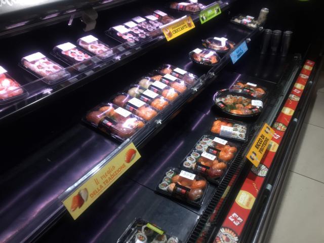 スーパー内にある寿司コーナー