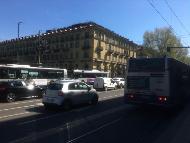 混んでいるバスやトラムに乗るときはスリに注意