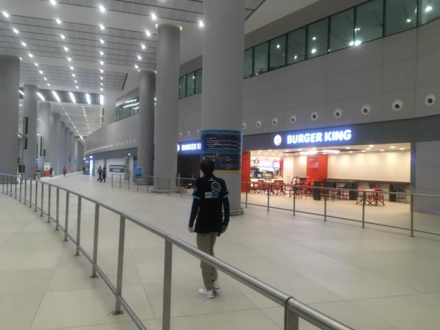 イスタンブール新空港出口をでたところ