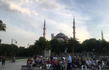 巨大なブルーモスク